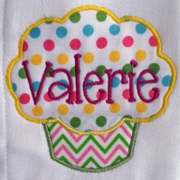 cupcake_burp_cloth_close_up